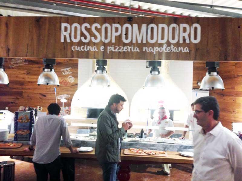 Quer comer uma pizza estilo Napolitano? No Eataly tem. A crosta alta e macia, com crescimento da massa por 24 horas.