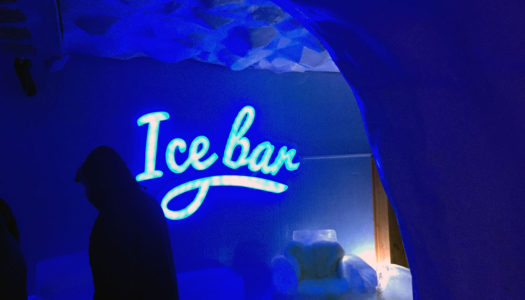 Um drink a -20 C no Ice Bar de Canela